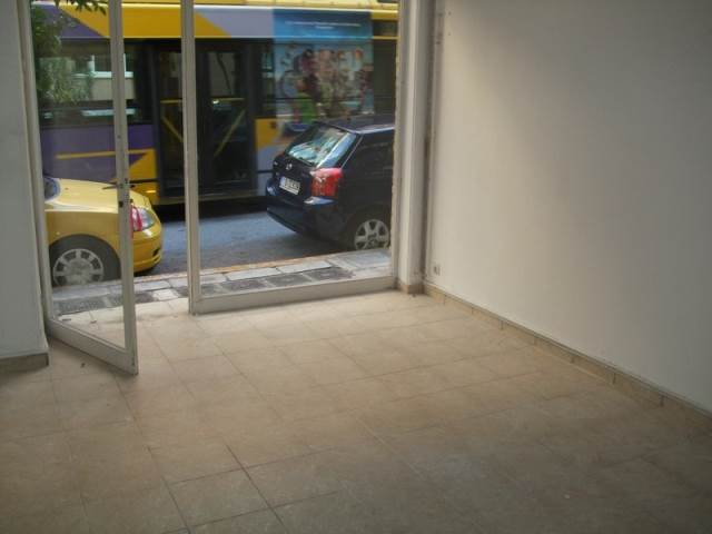 (For Sale) Commercial Retail Shop || Piraias/Piraeus - 28 Sq.m, 30.000€